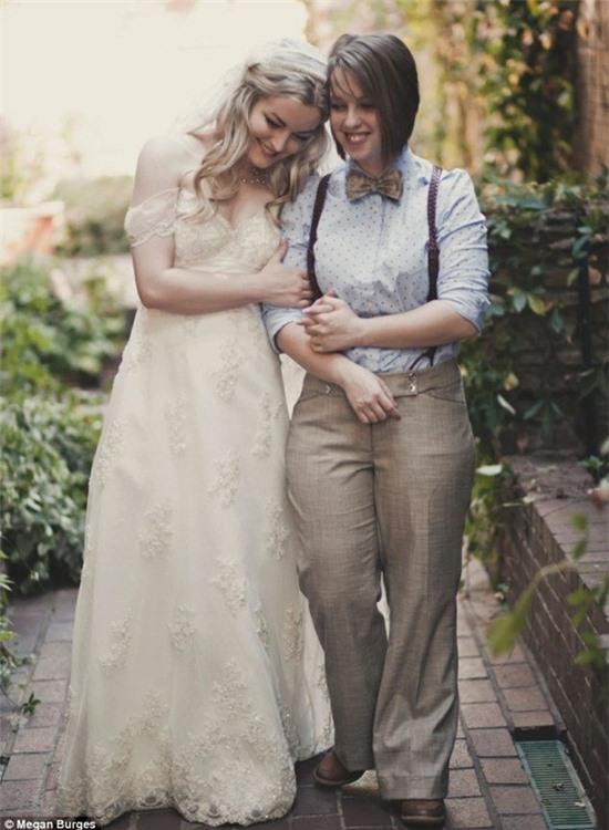 Bộ ảnh cưới của cặp đồng tính nữ gây sốt Internet 7