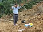 Vợ chồng bị hàng chục tấn đất đá chôn vùi, 2 con nhỏ mồ côi