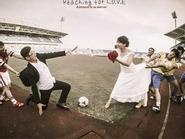 Sốt ảnh cô dâu xinh đẹp mặc áo Arsenal
