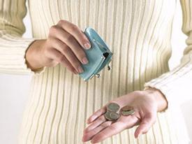 Ấm ức vì phải bán hồi môn đưa tiền chi tiêu cho mẹ chồng