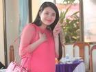Khánh Chi bụng bầu 8 tháng tươi tắn tại lễ cưới Công Vinh