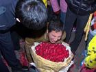 Người đàn ông khóc lóc vì tỏ tình thất bại với cô gái đã có chồng