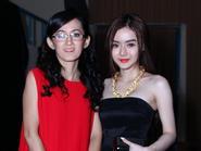 Em gái Angela Phương Trinh đeo vòng vàng nặng trĩu cổ