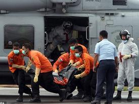 Hiểm họa từ các tử thi QZ8501 đang phân hủy