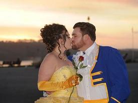 Đám cưới độc đáo của cặp đôi Người đẹp và Quái thú đời thực