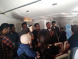 Hành khách, tiếp viên cãi nhau vì chuyến bay chậm trễ