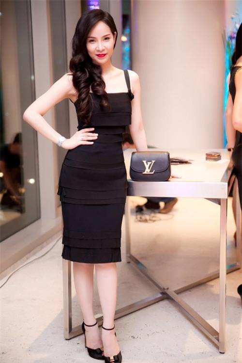 Những bộ váy đáng đồng tiền của mỹ nhân Việt - 15
