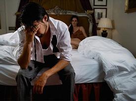 """Bệnh lạ ở quý ông: """"bất lực"""" khi """"gần gũi"""" vợ"""