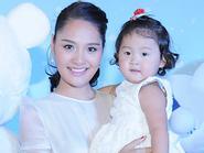 Facebook 24h: HH Hương Giang mong sớm sinh em cho con gái