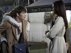 Cõng gái đẹp, Jaejoong khiến 'người yêu' nổi cơn ghen