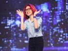 Mặc scandal, Hòa Minzy vẫn cười ngả nghiêng trên sân khấu
