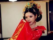 Cô gái xinh đẹp hóa thân thành Võ Tắc Thiên để... tới trường đi thi