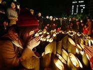 Hàng nghìn ngọn nến tưởng niệm nạn nhân trận động đất kinh hoàng ở Nhật Bản