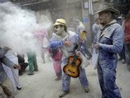 Lễ hội ném bột mỳ và cám để tẩy uế ở Tây Ban Nha