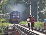 """Ấn Độ: 3 sinh viên chết vì """"tự sướng"""" trên đường ray"""