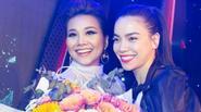 Hà Hồ ôm hoa đến chúc mừng Thanh Hằng