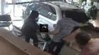 Rùng mình cảnh ô tô lao vào nhà đâm người phụ nữ suýt chết