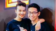 Thanh Hằng diện áo đôi cùng em trai đi xem phim