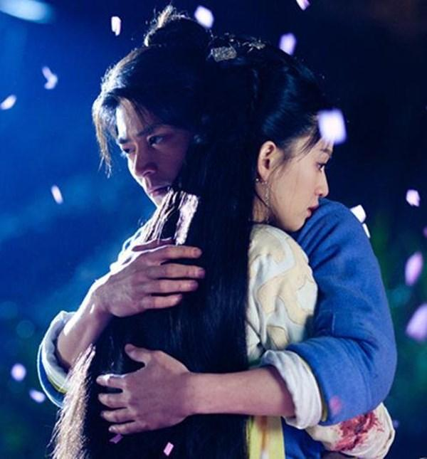 Hai người có nhiều cảnh tình cảm ngọt ngàotrong Tân tiếu ngạo giang hồ.