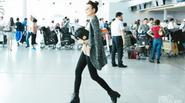 """""""Đứng hình"""" vì Thanh Hằng sành điệu nổi bật ở sân bay"""