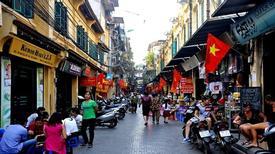 Những khu vực nhiều hàng quán ăn bán xuyên Tết ở Hà Nội