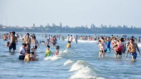 Du xuân tắm biển, 3 học sinh chết đuối