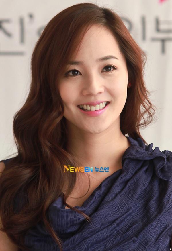 Eugene là mỹ nhân tự nhiên được công nhận đẹp nhất trong các nhóm nhạc Hàn  Quốc từ trước đến nay. Nhìn cô ấy hiện nay và bây giờ, ...