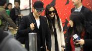 Angela Baby và Huỳnh Hiểu Minh tình tứ ở sân bay, nghi vấn cưới bí mật