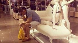 Ngán ngẩm nhìn các nàng mua sắm