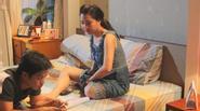 Cô dâu Lê Khánh buồn bã vì bị chồng lạnh nhạt