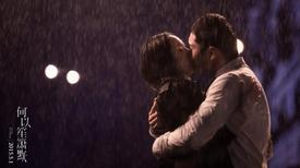 Dương Mịch ngọt ngào ôm hôn Huỳnh Hiểu Minh dưới mưa