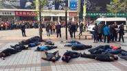 Trung Quốc: Hàng chục tài xế taxi tự tử tập thể