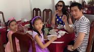 Phi Thanh Vân khoe đưa 2 con gái của chồng đi chơi