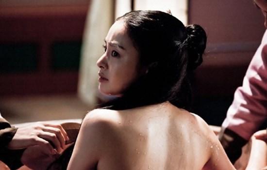 Những cảnh quay lộ vai trần 'hút mắt' của mỹ nhân cổ trang Hàn
