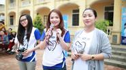 Đan Lê cùng Ốc Thanh Vân về nông thôn vận động vệ sinh răng miệng