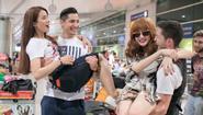 Angela Phương Trinh và Diệp Lâm Anh được bạn nhảy bồng bế giữa sân bay