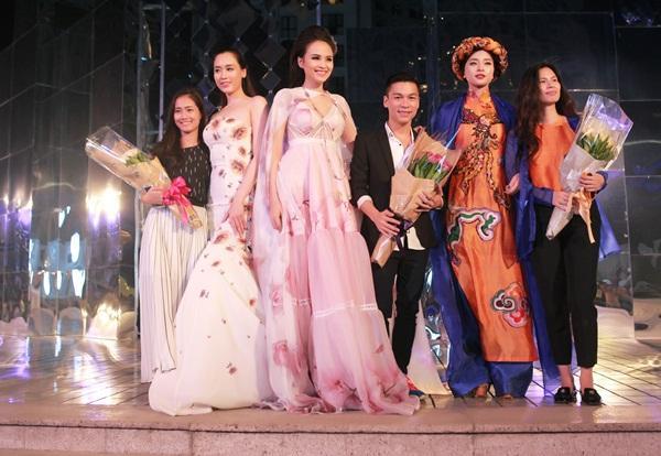 Sắc hoa tràn ngập Đẹp Fashion Runaway 4