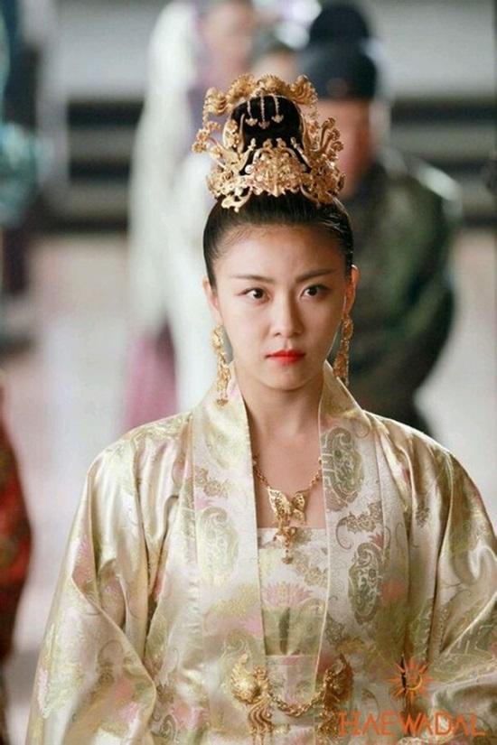Những sao nữ Hàn đẹp nhất khi diện Hanbok