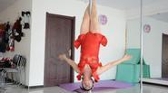 Ngạc nhiên trước tài năng múa cột điêu luyện của cụ bà 65 tuổi