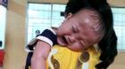 Cha mẹ nghèo, bé trai 1 tuổi đối mặt nguy cơ đột tử