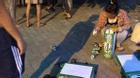 Thiếu nữ quỳ lạy, hốt hoảng van xin vì trót trộm... 3 thùng bia