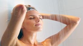 Nắng nực: Ngủ nude, tắm nước lạnh sẽ