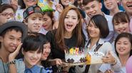 Minh Hằng cười tít mắt vì được fans tổ chức sinh nhật ngay tại sự kiện