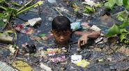 Xót xa những đứa trẻ nghèo kiếm sống qua ngày trên bãi rác