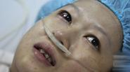 Xúc động những giọt nước mắt hạnh phúc của người mẹ trẻ bị ung thư máu