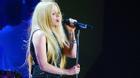 Avril Lavigne lần đầu tiên quay lại sân khấu sau cơn bạo bệnh