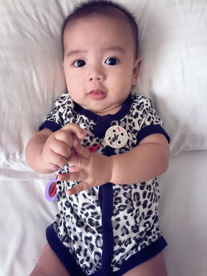 Những hoàng tử bé điển trai, đáng yêu của sao Việt  - Ảnh 10