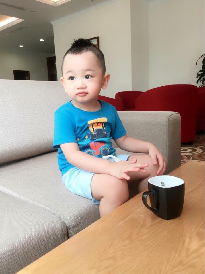Những hoàng tử bé điển trai, đáng yêu của sao Việt  - Ảnh 18