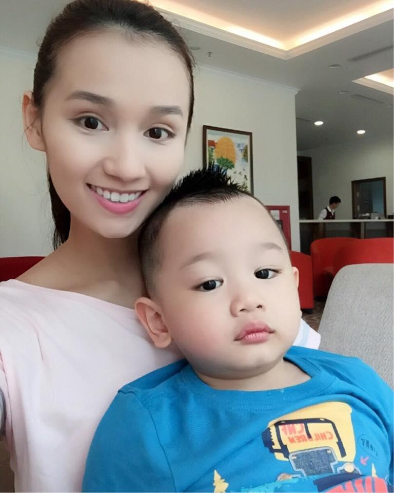 Những hoàng tử bé điển trai, đáng yêu của sao Việt  - Ảnh 19
