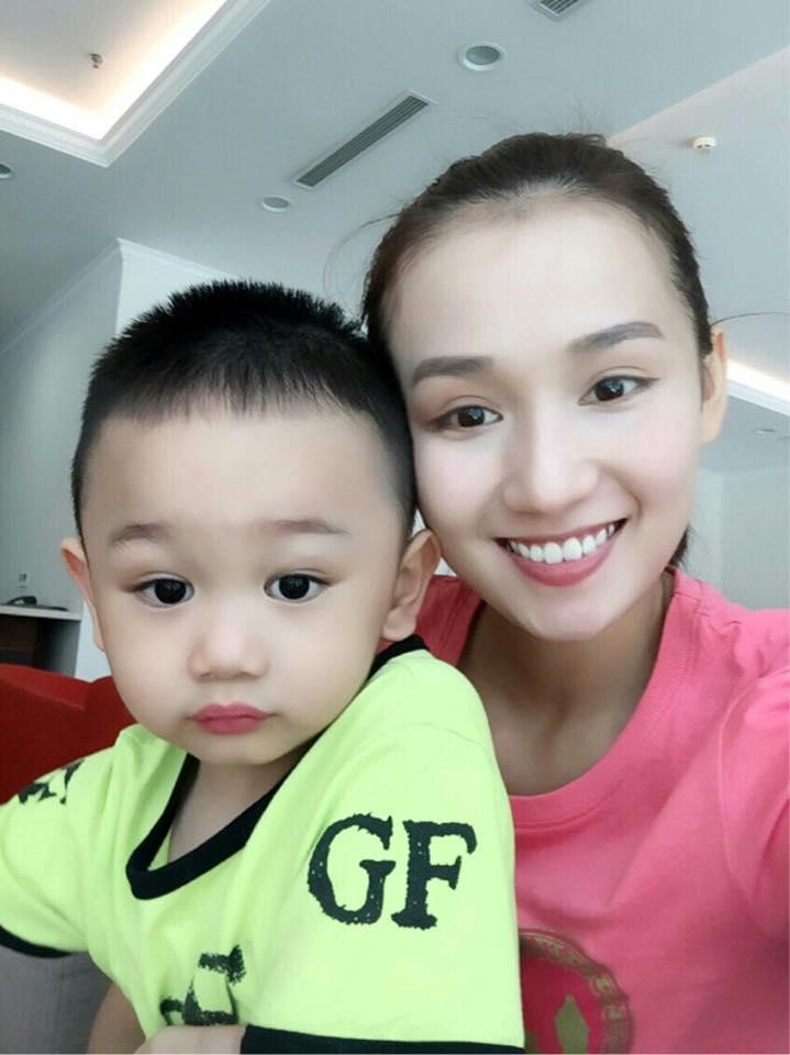 Những hoàng tử bé điển trai, đáng yêu của sao Việt  - Ảnh 22